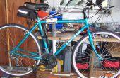 Fahrrad Montageständer auf Werkbank.