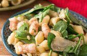 20-minütige Pasta-Salat mit Garnelen und Spinat