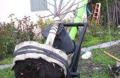 Transplantation ein Baumes mit einem riesigen zwei Rad-Dolly