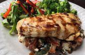 Geräucherter Speck und Ricotta Käse gefüllte Hähnchenbrust