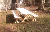 Picknick-Tisch mit freistehenden Bänken