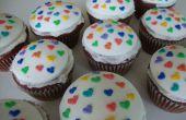 Roter samt-Herz-Cupcakes