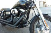 Entfernen den Kraftstoff-Aktivkohlefilter aus der California-Harley