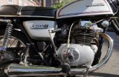 Entfernen Sie beschlagnahmten & abgestreift Schrauben vom Motorrad Motorabdeckungen
