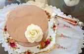 Gluten freie Schokoladenkuchen mit Meer Salz dunkle Schokolade aromatisierten Schweizer Meringue-Buttercreme