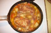 Geschmortes Huhn einen Topf Essen