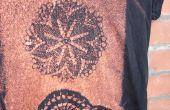 Ein Hemd mit Bleichmittel und ein Deckchen zu färben