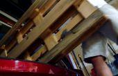Schwebende Regal Ladestation aus Palettenholz