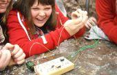 Ein Draht Labyrinth mit einer Elektronik Twist