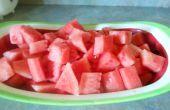 Gewusst wie: Schneiden (und entfernen die Samen aus) eine Wassermelone für einen Salat