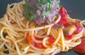 Spinat-gefüllte Spaghetti und Fleischbällchen