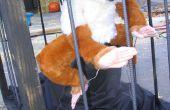 Bauen einen pneumatisch betätigten Yeti in einem Käfig für eine Halloween Haunted House
