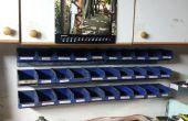 Halterung für stapelbare Behälter hergestellt aus alten Nummernschilder