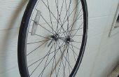 Armen Mannes gemalt Bicycle Wheel (Schnürung im Lieferumfang enthalten)