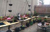 Outdoor-Pflanzer aus Regentonnen und Paletten