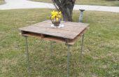 Rustikaler Tisch aus Holz Versand Palette