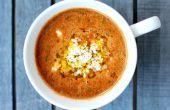 Feuer gerösteten Tomatensuppe mit Kichererbsen und israelischer Couscous