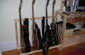 Mehrere Gitarren stehen