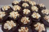 Gesalzene Karamell gefüllte Schokoladen Cupcakes mit gesalzenem Karamell Buttercreme Zuckerguss