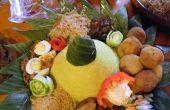 Kegel der künstlerischen indonesischen Reis (Nasi Tumpeng)