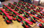 Spielzeug Flugzeug Weihnachten Ornamente mit Hilfe einer Montagelinie