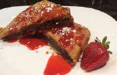 Schokolade Haselnuss gefüllt French Toast mit hausgemachter Erdbeer-Sirup