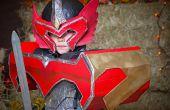 Ein Power Ranger Mystic Phoenix Titan Kostüm gemacht vor allem aus Bau-Schaumkern zurückgefordert, Alu-Folie und Klebeband.