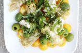 Goldene Tomaten, grünen Oliven, Artischocken und Mozzarella Salat