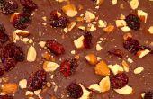 Bittersüße Schokolade Rinde mit geräuchertem Meersalz, geröstete Mandeln & getrocknete Cranberries