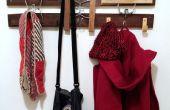 Repurposed Holz und Kleiderbügel Kleiderständer