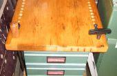 Vintage Holz Recycling Bau einer Holz Drehbank arbeiten Bank mit Schubladen mit