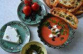 Kalte Wassermelone & Tomaten Suppe mit Schafskäse, Oliven und Kerbel