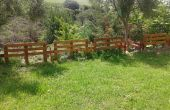 Zaun mit Palettenholz