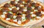 Spaghetti und Fleischbällchen Pizza