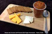 Käse und Cracker mit gerösteten Paprika-Marmelade