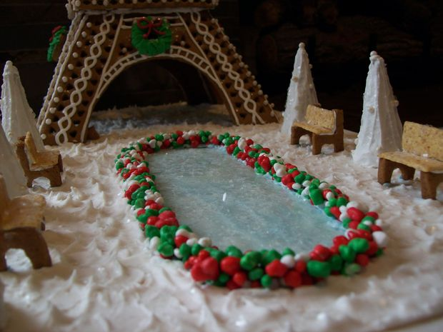 großes lebkuchenhaus aus keksen