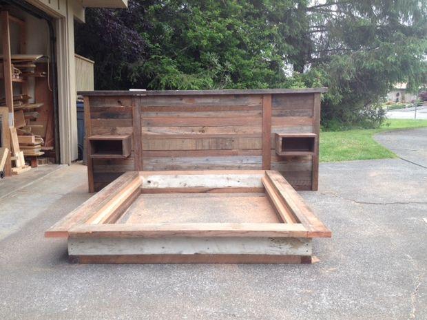 Schrott, Holz Kopfteil Und Plattform Bett