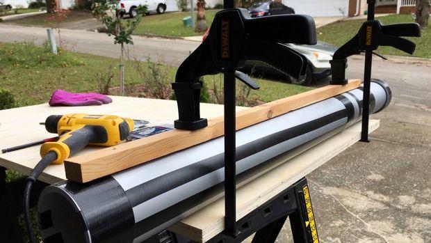 Schritt 4: Schraube Holz Seitenteile Lichtschwert Griff