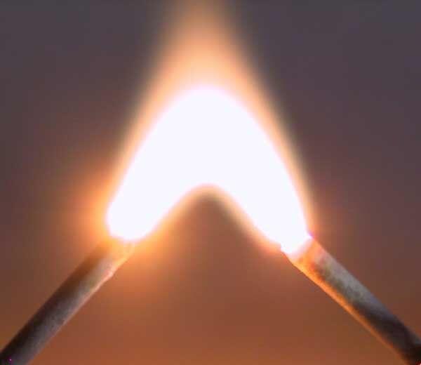 Plasma Ist Ohnehin Nicht So Selten, Es Ist überall Um Uns Herum, Größte  Beispiel Ist Die Sonne, Hinunter Zum Blitz, Licht Leuchtstoffröhre Neon  Schilder, ...