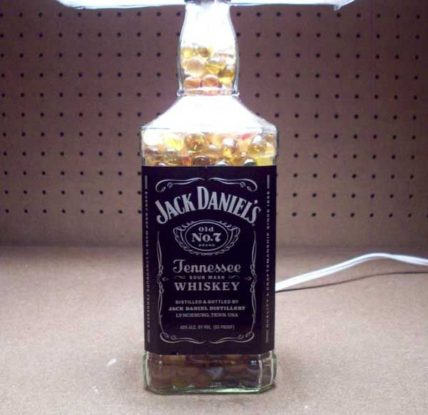 How To Turn Eine Leere Jack Daniels Flasche In Einer Lampe