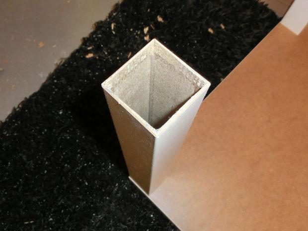 in scheiben geschnittene lack tisch schritt 2 unterst tzende beine. Black Bedroom Furniture Sets. Home Design Ideas